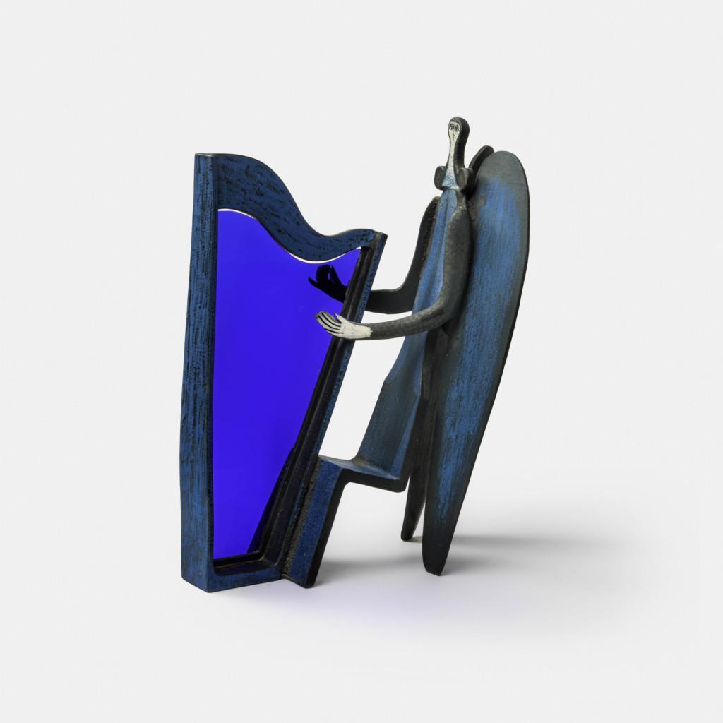 Sininen harppua soittava enkeli